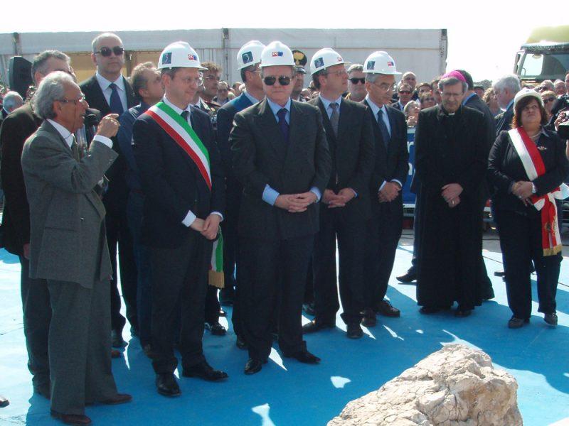 Il silenzio sugli 8 milioni di euro del porto di Marina